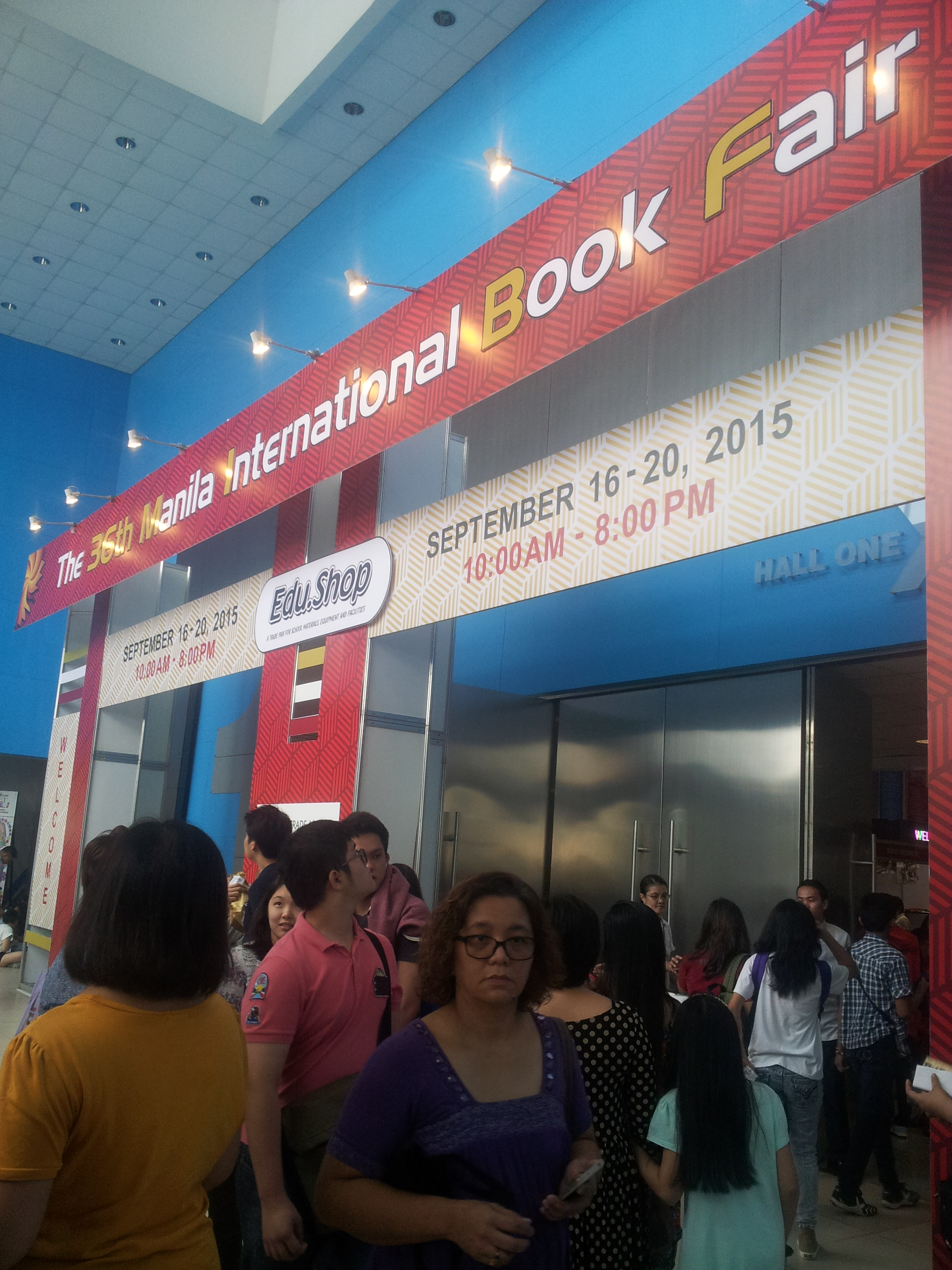 I attended the MIBF twice this year; first on Thursday (9/17), and then on Sunday (9/20). It wasn't a surprise how SMX was crowded during the weekend, what with a cosplay event happening simultaneously on the second floor.